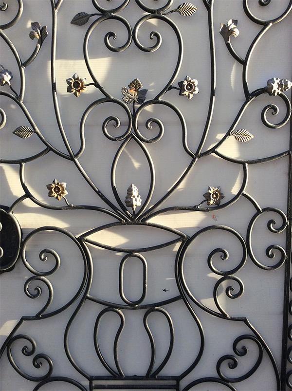 marlen-sauvage-rusty-gate